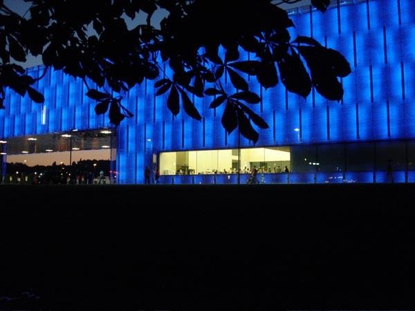 Lentos Museum of Modern Art in Linz, Austria. Architect: Weber & Hofer